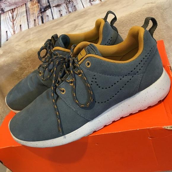 2706eb88281e Nike roshe blue denim mustard speckled suede shoes.  M 5adbe3222ab8c50f02e46c6d